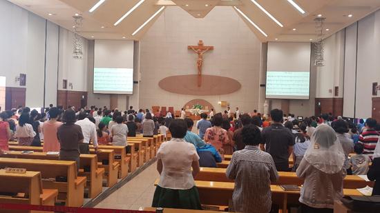 기독교 내 상당수 학교시설에서 일반 교회 예배.jpg