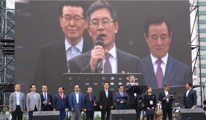 한국교회언론 보도 광화문 35만 운집07.jpg