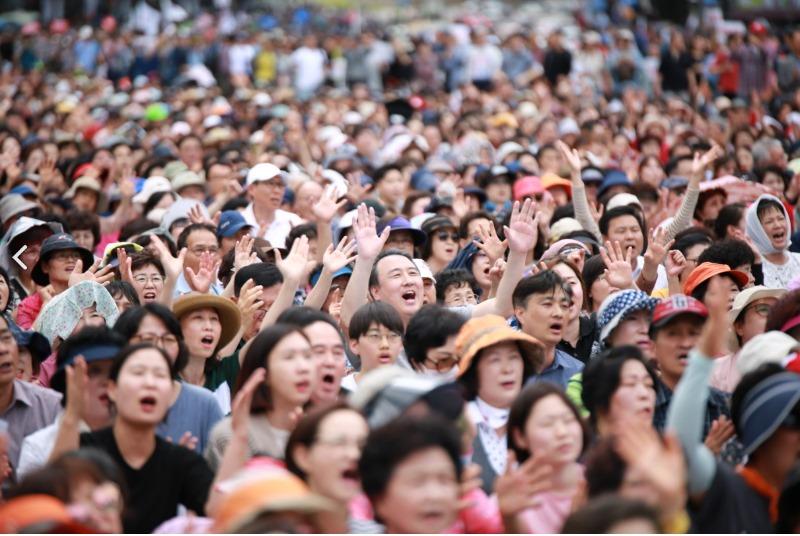 한국교회언론 보도 광화문 35만 운집05.jpg